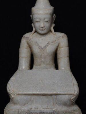 Angelo birmano con Bibbia seduto, in alabastro