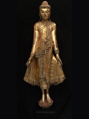 Buddha birmano in piedi, in legno